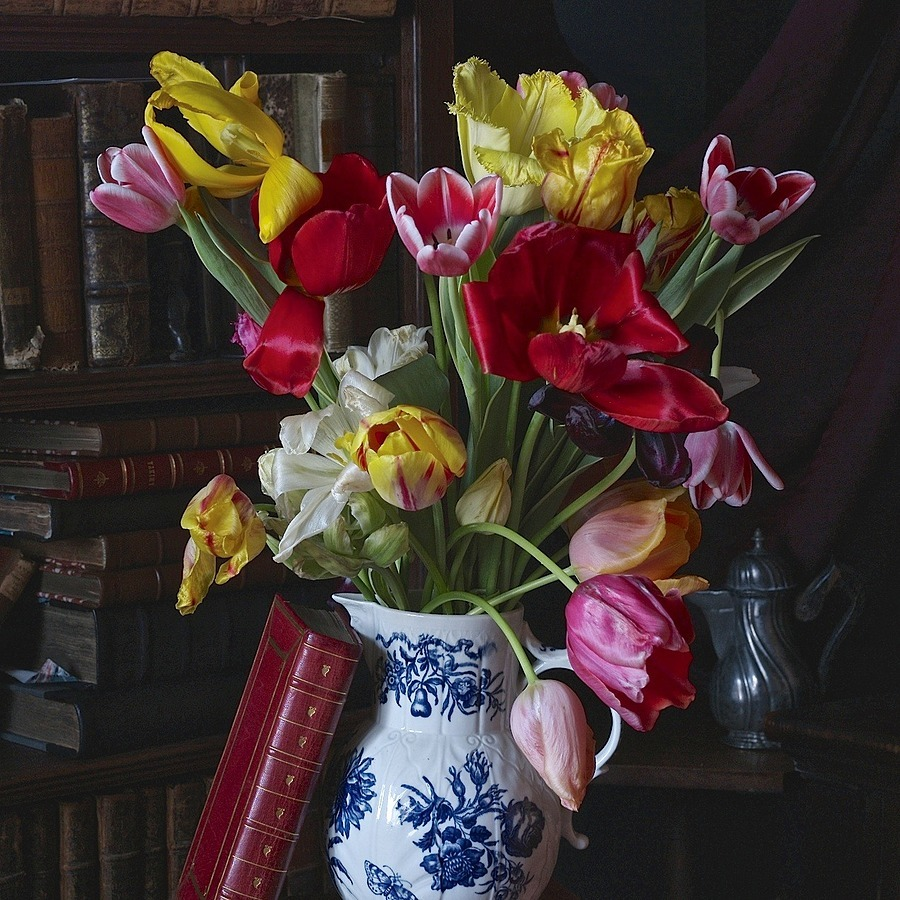Worcester Jug with Tulips | LEICA MACRO-ELMAR 90MM F <br> Click image for more details, Click <b>X</b> on top right of image to close