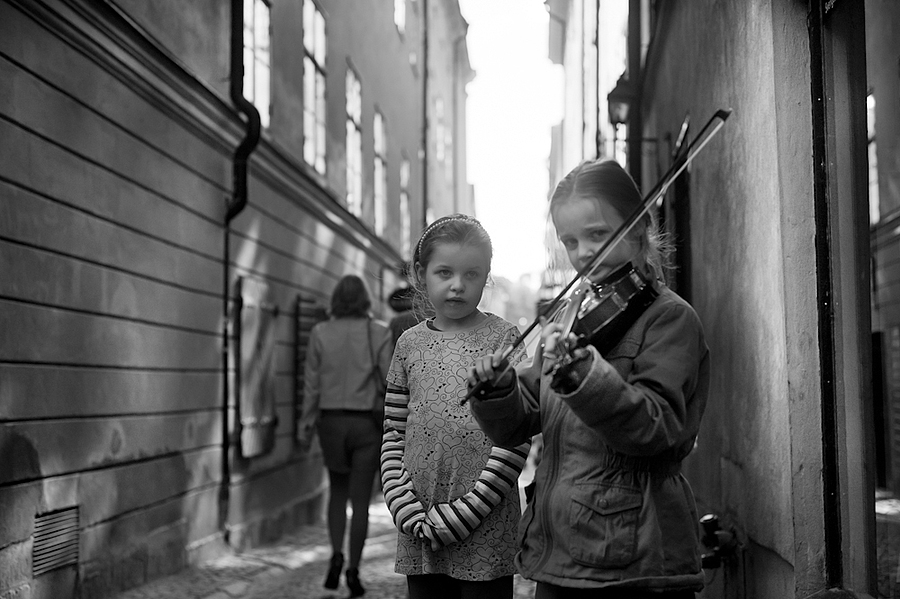 Violin | LEICA ELMARIT 28MM F2.8 <br> Click image for more details, Click <b>X</b> on top right of image to close