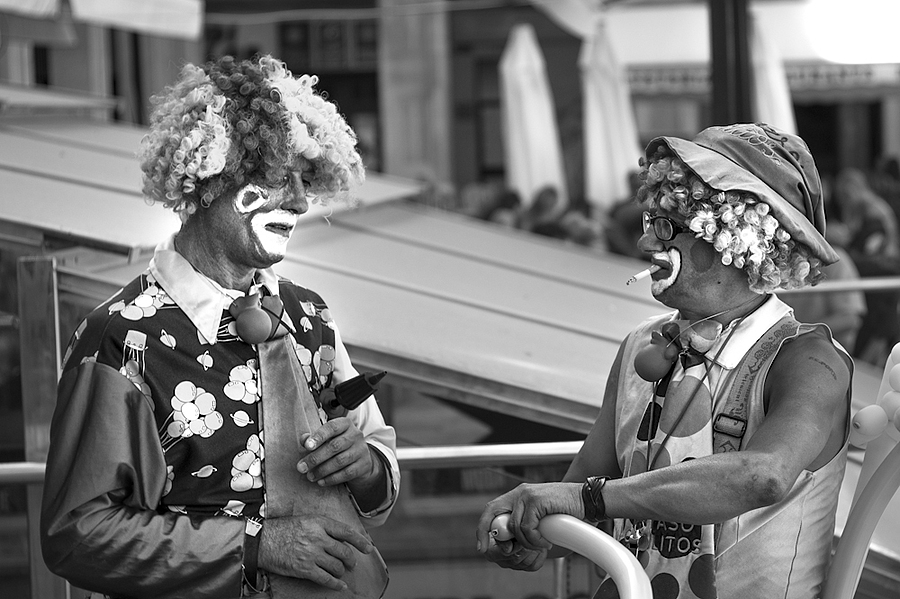 These clowns must be clowns | LEICA SUMMICRON 50MM F2 <br> Click image for more details, Click <b>X</b> on top right of image to close