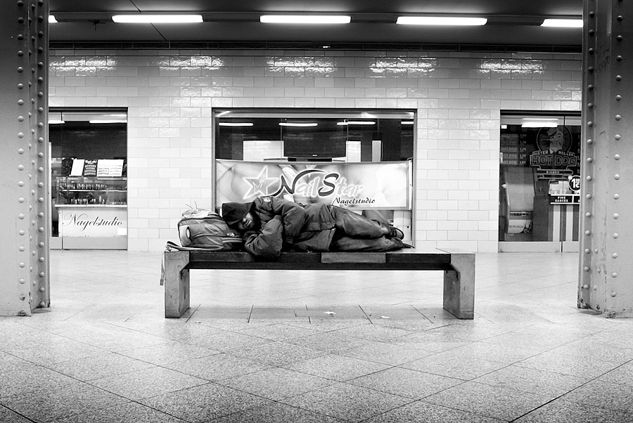 A bed for the night | LEICA X1 ELMARIT 24MM F/2.8 ASPH <br> Click image for more details, Click <b>X</b> on top right of image to close