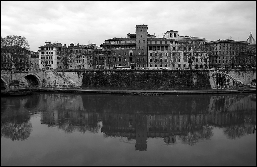 Roma: Lungo il Tevere | LENS MODEL NOT SET <br> Click image for more details, Click <b>X</b> on top right of image to close